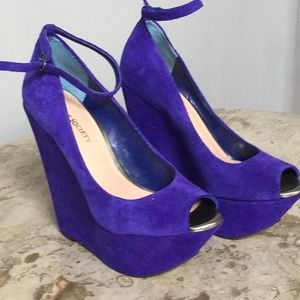 SOLE SOCIETY SUEDE PURPLE HIGH HEEL WEDGES